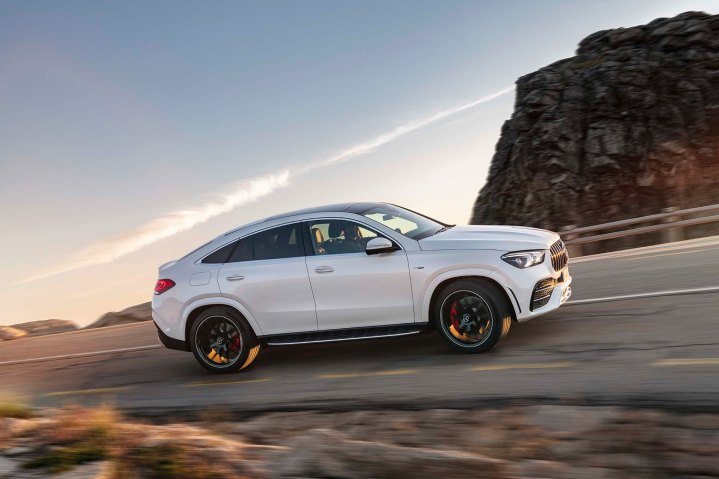 Mercedes-AMG GLE 53 4MATIC+ Coupé, designo diamantweiß bright, AMG Exclusive Leder Nappa red pepper / Schwarz, Outdoor;Kraftstoffverbrauch kombiniert 9,3 l/100 km, CO2-Emissionen kombiniert 212 g/km* Mercedes-AMG GLE 53 4MATIC+ Coupé, designo diamond white bright, AMG Exclusive Leather Nappa red pepper / black, Outdoor;Combined fuel consumption 9,3 l/100 km, combined CO2 emissions 212 g/km*